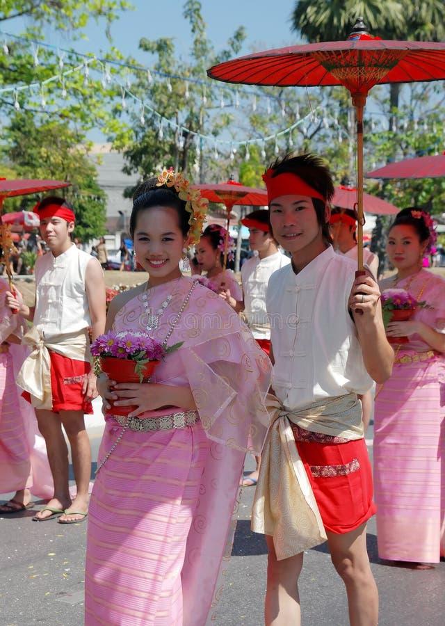 Thais paar met paraplu royalty-vrije stock fotografie