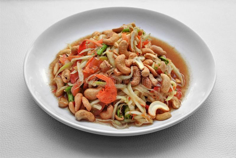 Thais populair recept, Kruidige en zure gemengde plantaardige salade met p stock foto's