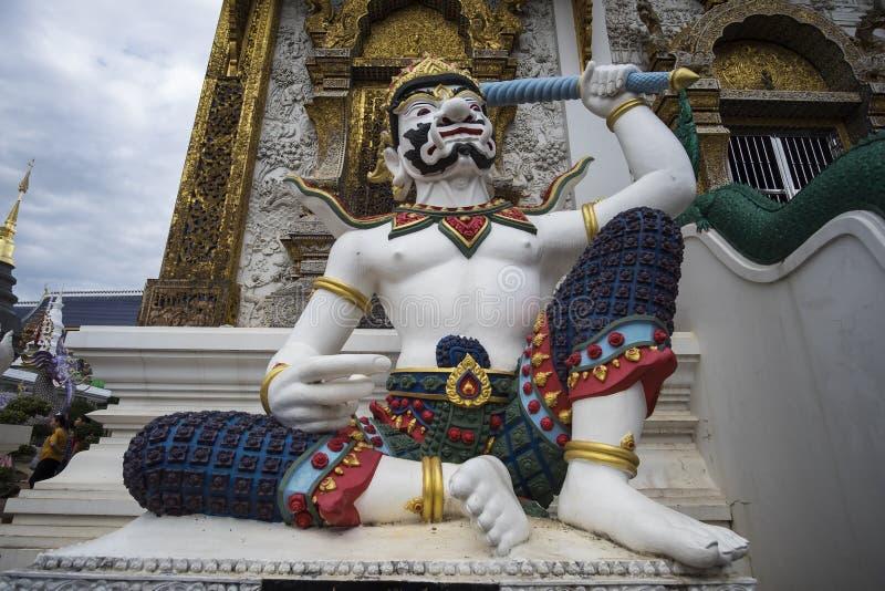 Thais reuzestandbeeld in het Hol van het watverbod, Chiangmai Thailand royalty-vrije stock foto