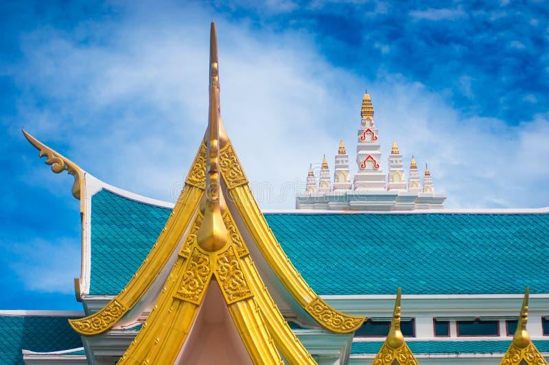 Thais stijldak van tempel stock foto's