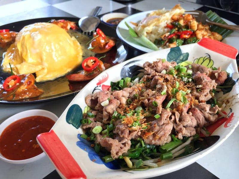 Thais straatvoedsel 3 verschillende schotels stock foto