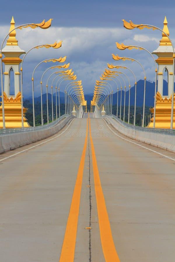 Thais-Thai-Lao vriendschapsbrug stock afbeeldingen