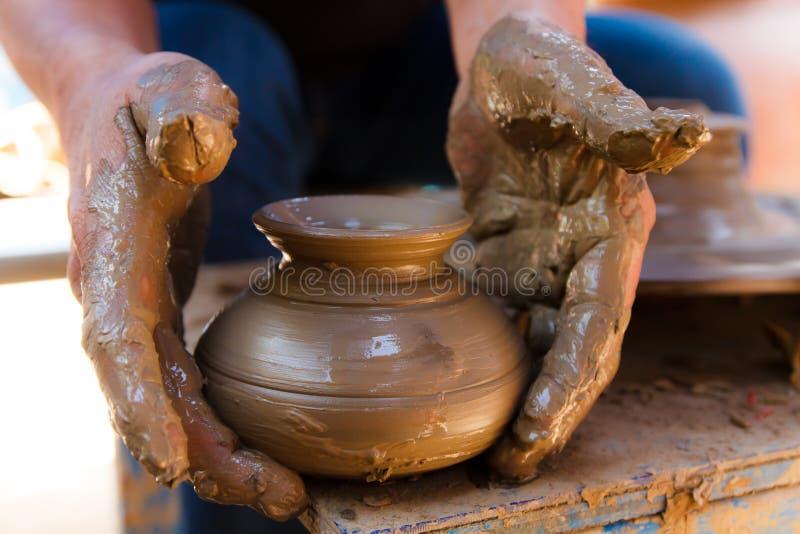 Thais traditioneel kleiaardewerk in Koh Kret stock fotografie