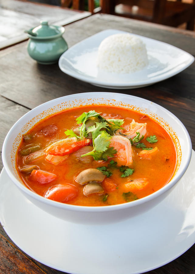 Thais traditioneel voedsel, Tom Yum Goong stock afbeelding