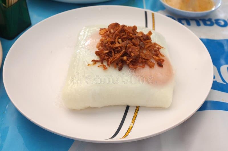 Thais voedsel - beweeg gebraden gerecht #6 De mond van de pottennoedel met ei stock afbeelding
