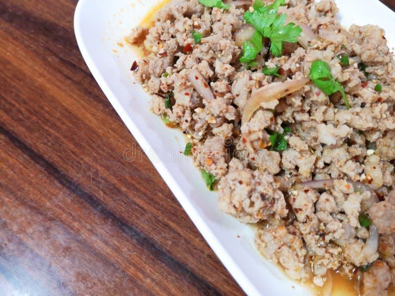 Thais voedsel, kruidige fijngehakte Moo van Larb van de varkensvleessalade stock fotografie
