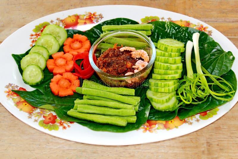 Thais voedsel Nam Prik Kapi, de Spaanse peperonderdompeling van het garnalendeeg stock foto