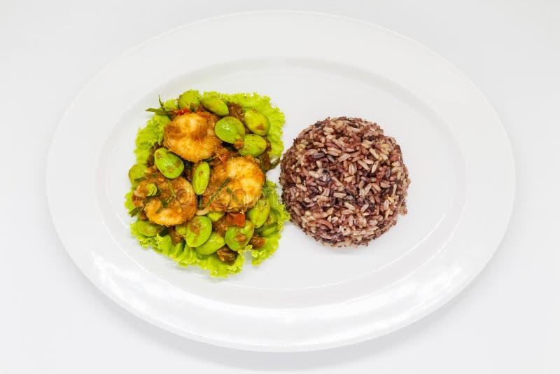 Thais voedsel op witte plaat stock fotografie