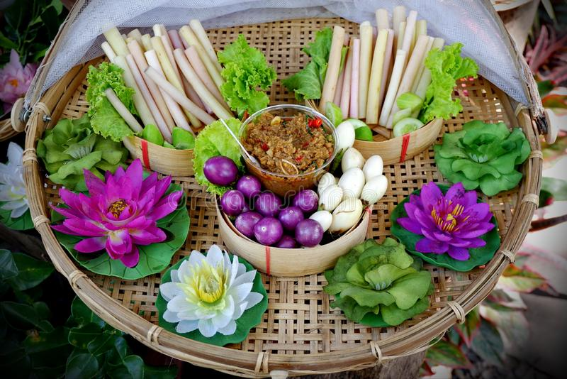 Thais voedsel, plantaardige onderdompeling en Spaanse peperdeeg royalty-vrije stock afbeelding