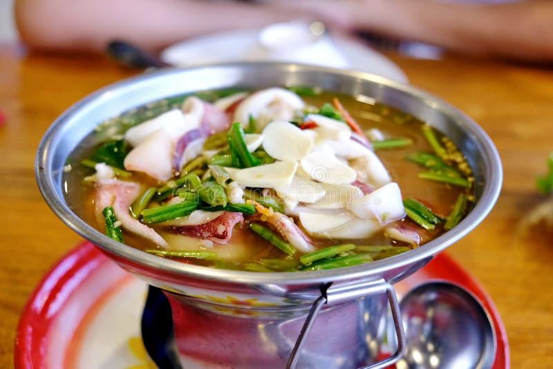 Thais voedsel zeer kruidig Tom Yam stock afbeeldingen