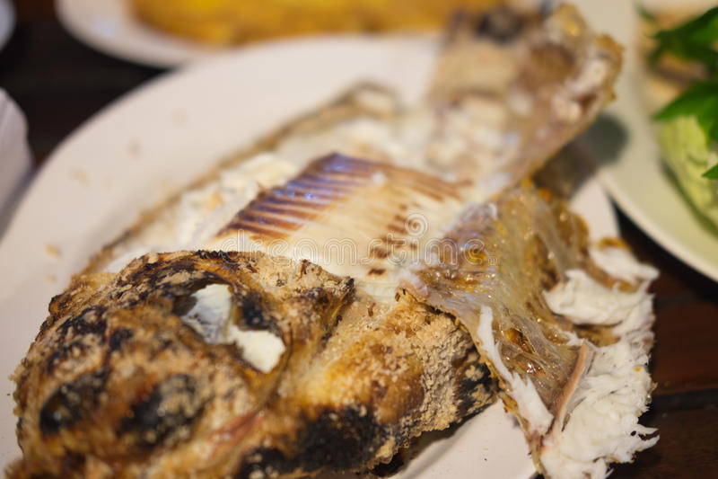 Thais zout vastgeroest geroosterd vissenrecept stock fotografie