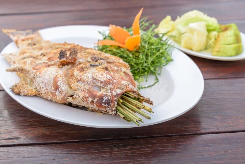 Thais zout-Vastgeroest Geroosterd Vissenrecept stock afbeeldingen