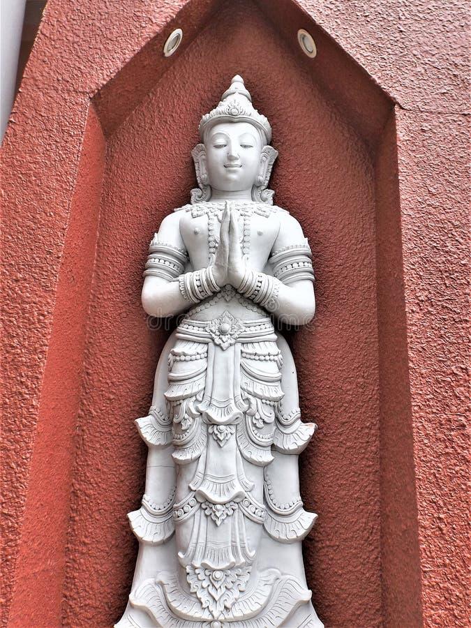 Thaise Boedha in een tempel in Chiang Rai stock afbeeldingen