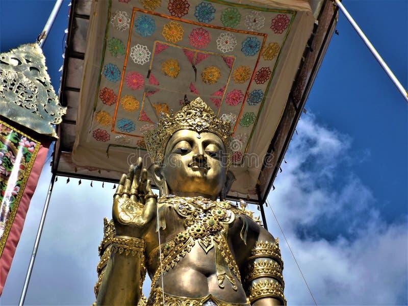 Thaise Boedha in een tempel in Chiang Rai royalty-vrije stock afbeeldingen