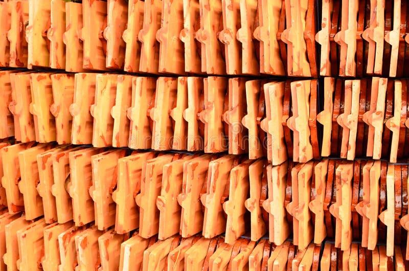 Thaise de tegelstapel van het tempeldak, in tempel Thailand royalty-vrije stock fotografie