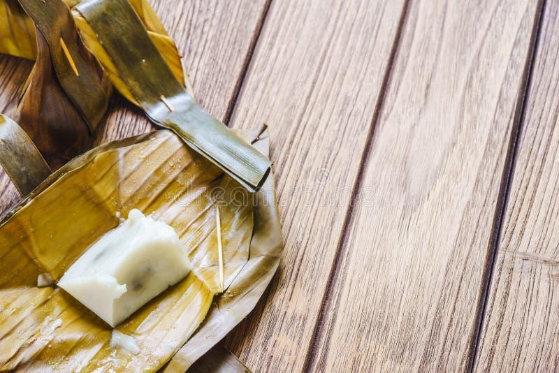 Thaise Dessert Gestoomde Bloem met Kokosnoot het Vullen of Kanom Sai Sai stock foto