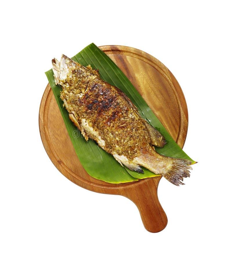 Thaise die vissen met kruid worden geroosterd stock foto's