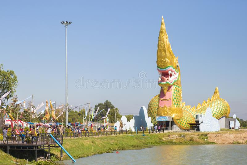 Thaise draak of koning van Naga-standbeeld in yasothon, Thailand royalty-vrije stock afbeeldingen