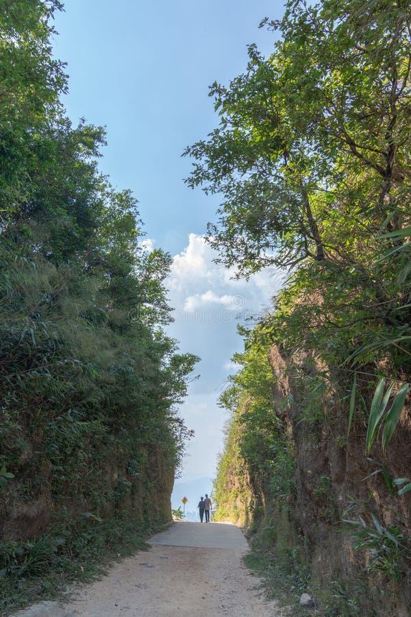 Thaise en Myanmar grens geroepen mittraphap wegpas bij kanchanaburi royalty-vrije stock afbeeldingen