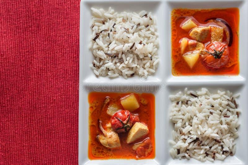 Thaise gele kerrie met kip en rijst stock afbeelding