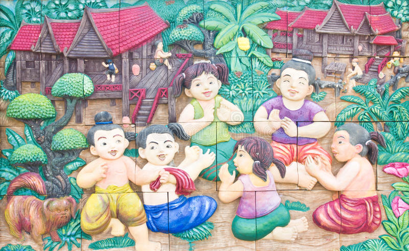 Thaise gipspleister op tempelmuur. stock foto