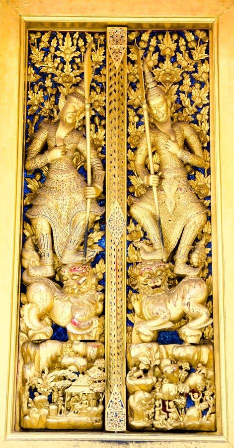 Thaise Gouden het hunkeren naar houten deuren royalty-vrije stock fotografie