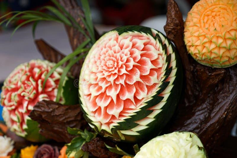 Thaise Hand gesneden vruchten in Bloempatroon royalty-vrije stock fotografie