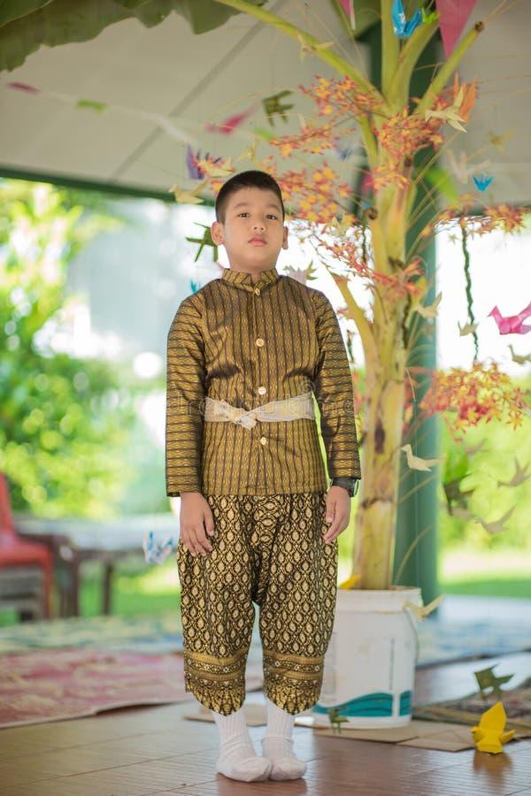 Thaise kind traditionele kleding stock fotografie