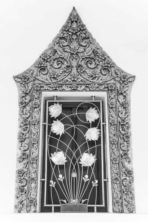 Thaise klassieke stijl oude kunst van raamkozijn in tempel royalty-vrije stock foto