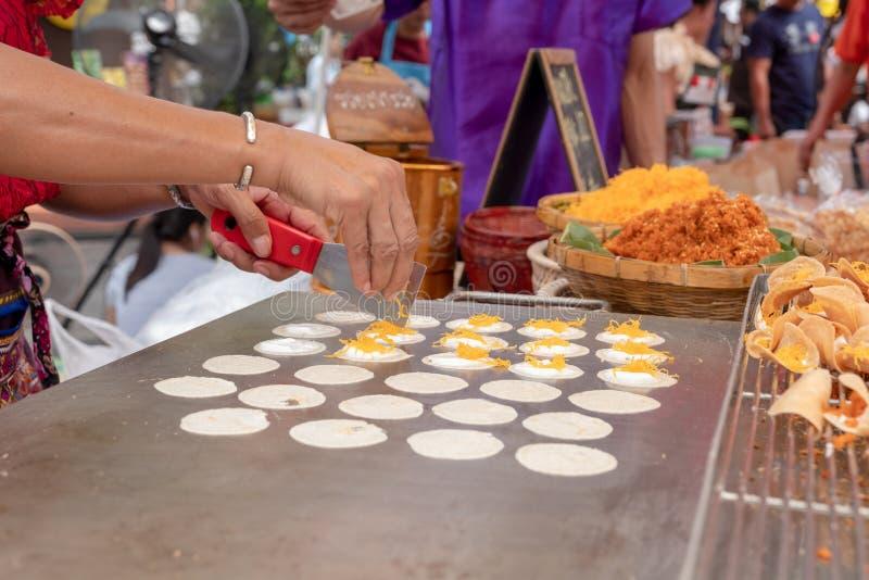 Thaise knapperige pannekoek of Kanom Buang stock afbeelding