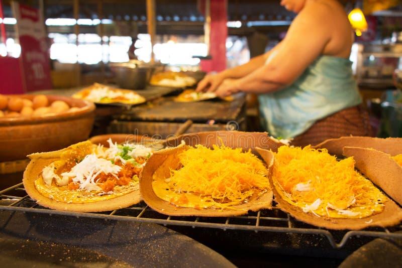 Thaise knapperige pannekoek, straatvoedsel stock afbeelding