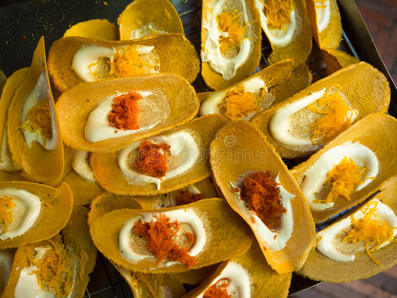 Thaise Knapperige Pannekoek, Thais Traditioneel Dessert stock fotografie