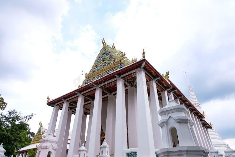 Thaise Koninklijke Ordeningszaal van Wat Chaloem Phra Kiat Worawihan Nonthaburi stock foto's