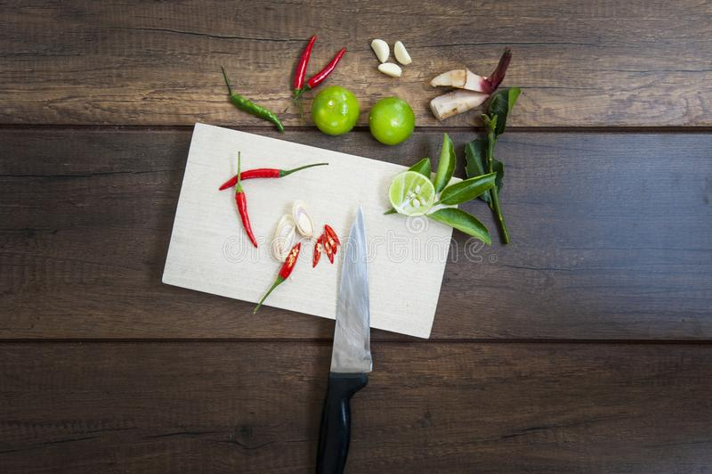 Thaise kruiden met ingrediënten stock afbeeldingen