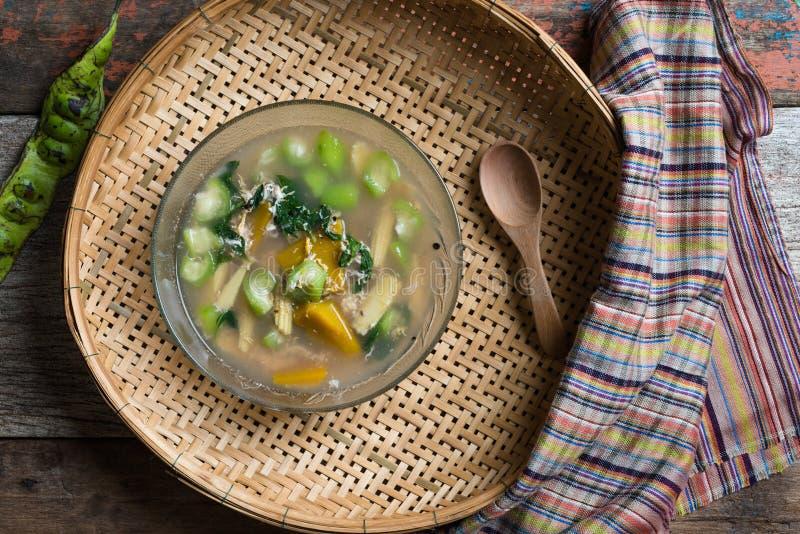 Thaise Kruidige Gemengde Groentesoep met Garnalen royalty-vrije stock afbeeldingen