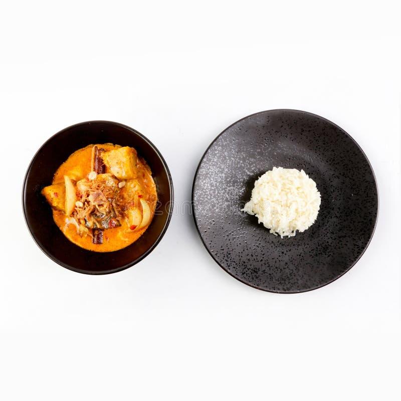 Thaise Massaman-Kerrie in een kom en een rijst, Thaise kokosmelkkerrie royalty-vrije stock fotografie
