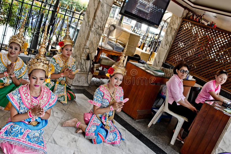 Thaise meisjes in traditionele kostuums royalty-vrije stock foto's