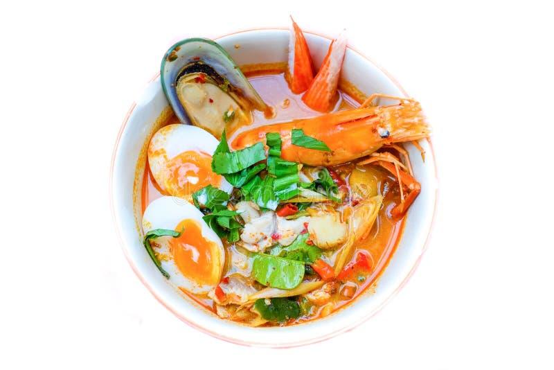 Thaise noedelsoep Tom Yum Soup Recipe met garnalen stock afbeelding