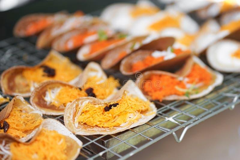 Thaise pannekoek Ook genoemd geworden Thaise knapperige pannekoeken of Kanom Buang in Thaise lokale taal Het is een populair stra royalty-vrije stock foto
