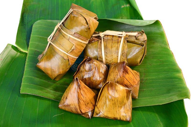Thaise snoepjesbos van maïsmeelpap op banaanblad stock foto