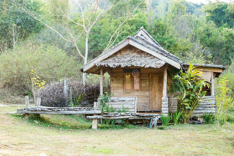 Thaise stijl houten hut van heuvel-stam, Thailand stock foto's