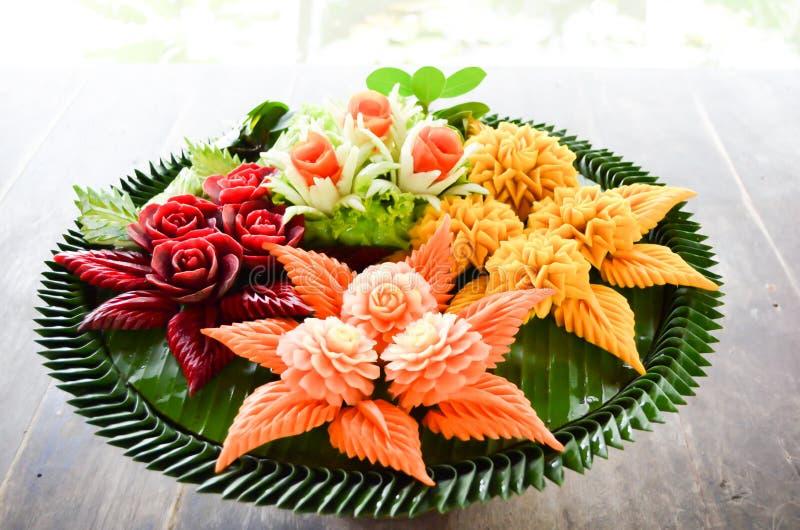 Thaise traditionele ambachtpatronen op vruchten en groente royalty-vrije stock foto