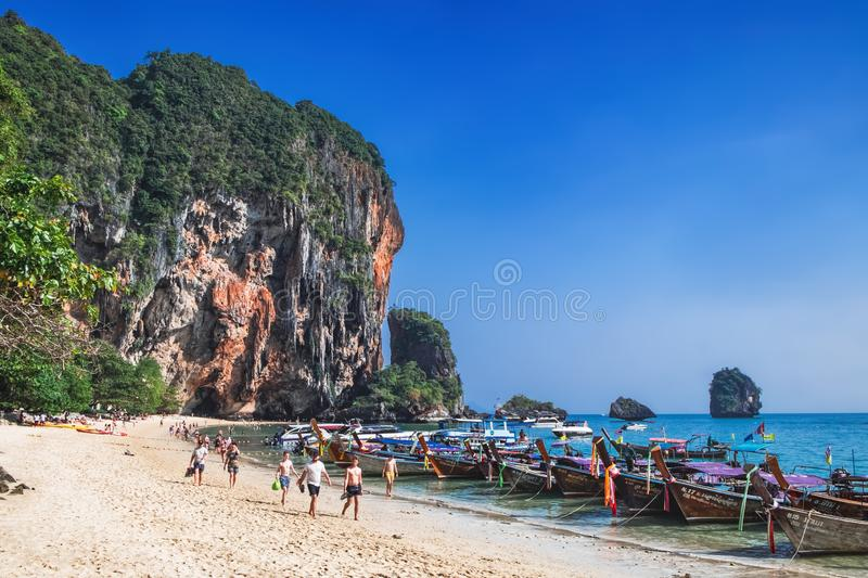 Thaise traditionele boten op Railay-Strand, Thailand stock foto