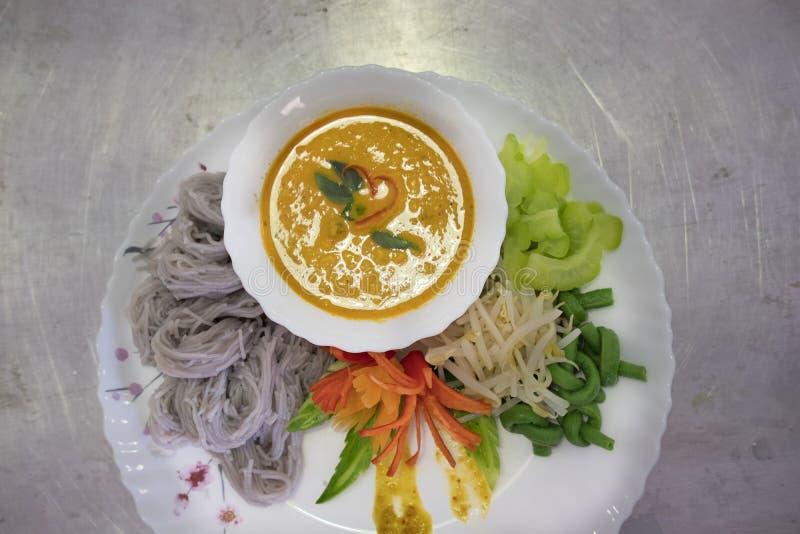 Thaise vermicelli met natuurlijke kruidenkleur rijstnoedel, vegetabl royalty-vrije stock fotografie