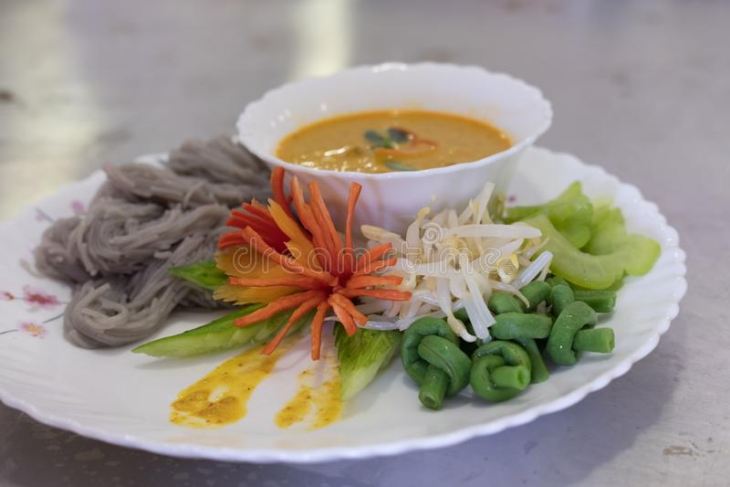 Thaise vermicelli met natuurlijke kruidenkleur rijstnoedel, vegetabl stock foto