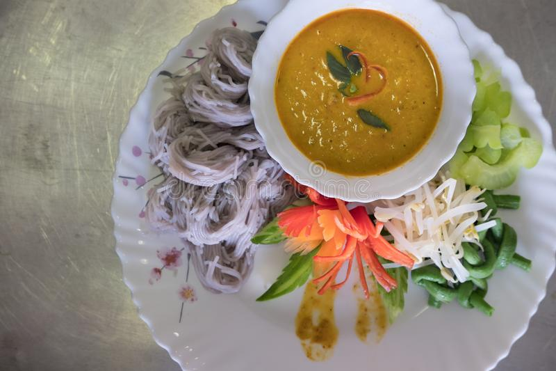 Thaise vermicelli met natuurlijke kruidenkleur rijstnoedel, vegetabl stock fotografie