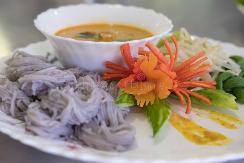 Thaise vermicelli met natuurlijke kruidenkleur rijstnoedel, vegetabl royalty-vrije stock foto's