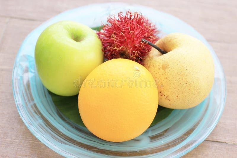 Thaise vruchten op houten achtergrond royalty-vrije stock fotografie