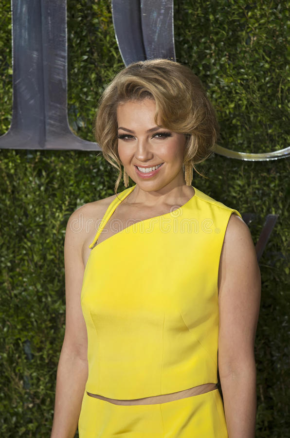 Thalia Arrives på Tony Awards 2015 royaltyfria bilder