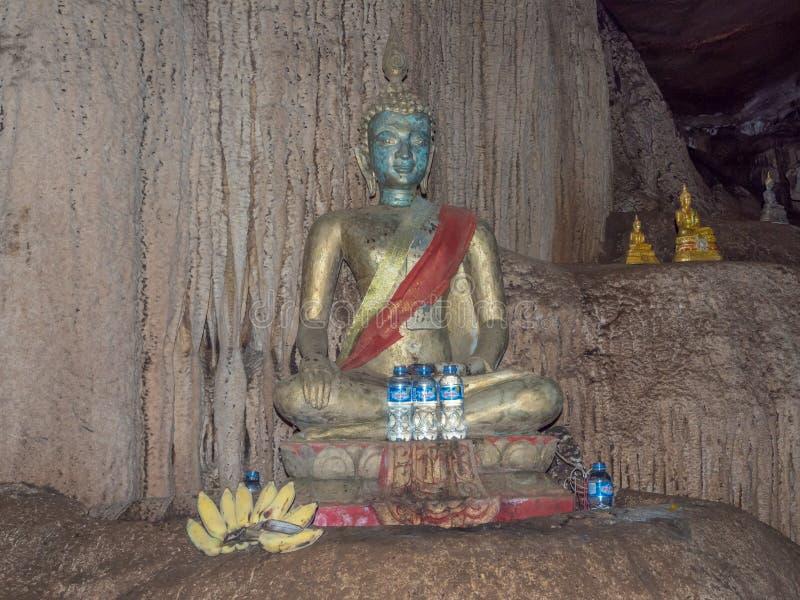 Tham Loup grotta som är underjordisk, Laos royaltyfri foto